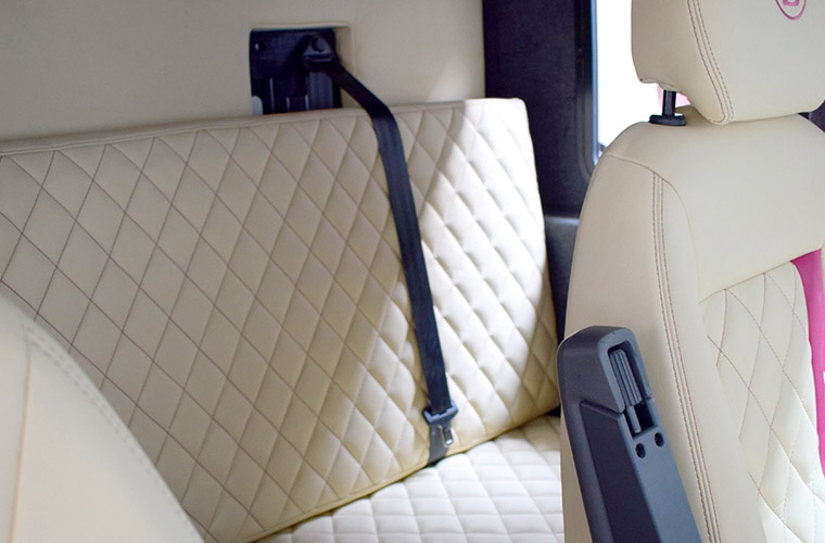 The luxuriously lined Luton makes the 5 seat Luton perfect for a mattress and offers sleeping for up to 3 people in the cab